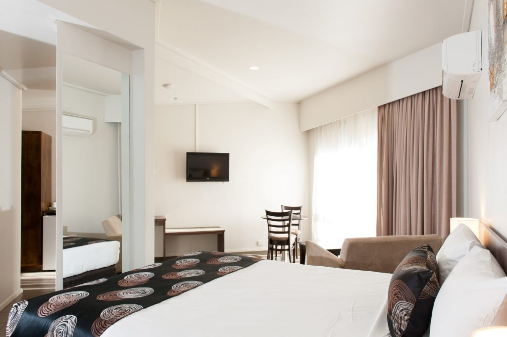 Deluxe Spa Accommodation in Bairnsdale - Mitchell on Main