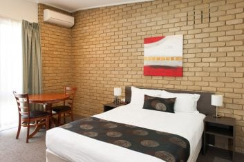 Standard Queen Room Accommodation in Bairnsdale - Mitchell on Main